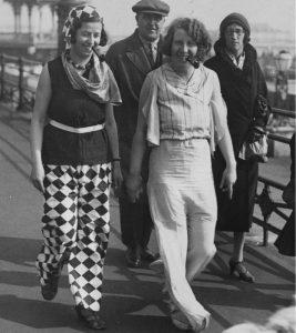 В 1932 году две женщины, одетые в яркие пижамы, взбудоражили публику на набережной Брайтона