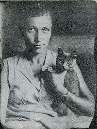 Мука на руках у художницы Наталии Ушаковой – близкой подруги семьи Булгаковых, 1927 г.