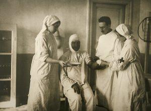 Фотография из архива госпиталя им. Мандрыки. Начало XX в.