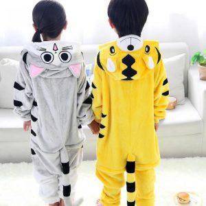 Дети в пижаме кигуруми