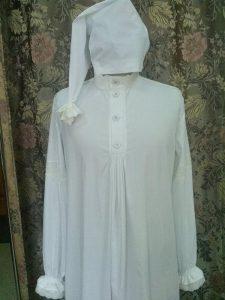 Мужская ночная рубашка и колпак