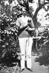 Владислав Ходасевич и его кот Наль. Франция, 1931 г.