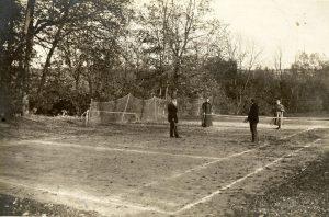 Лев Толстой за игрой в теннис. 1896 год.