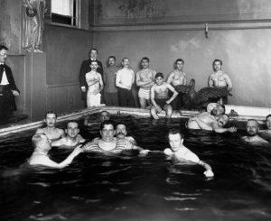 В бассейне школы плавания, 1913 год. Санкт–Петербург