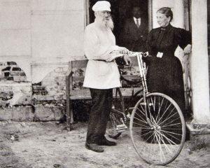 Л.Н. Толстой перед велосипедной прогулкой