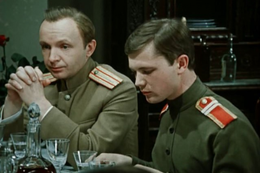 Алексей (андрей Мягков) и Николай (Андрей Ростоцкий). Кадр из фильма Дни Турбиных. 1976 г.