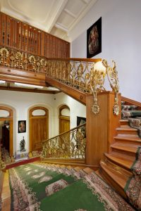 Интерьер холла в Бюро Военного Аттаже Посольства Египта в особняке на Остоженке