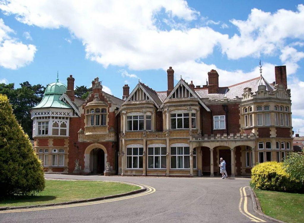 В период Второй мировой войны в Блетчли-парке располагалось главное шифровальное подразделение Великобритании