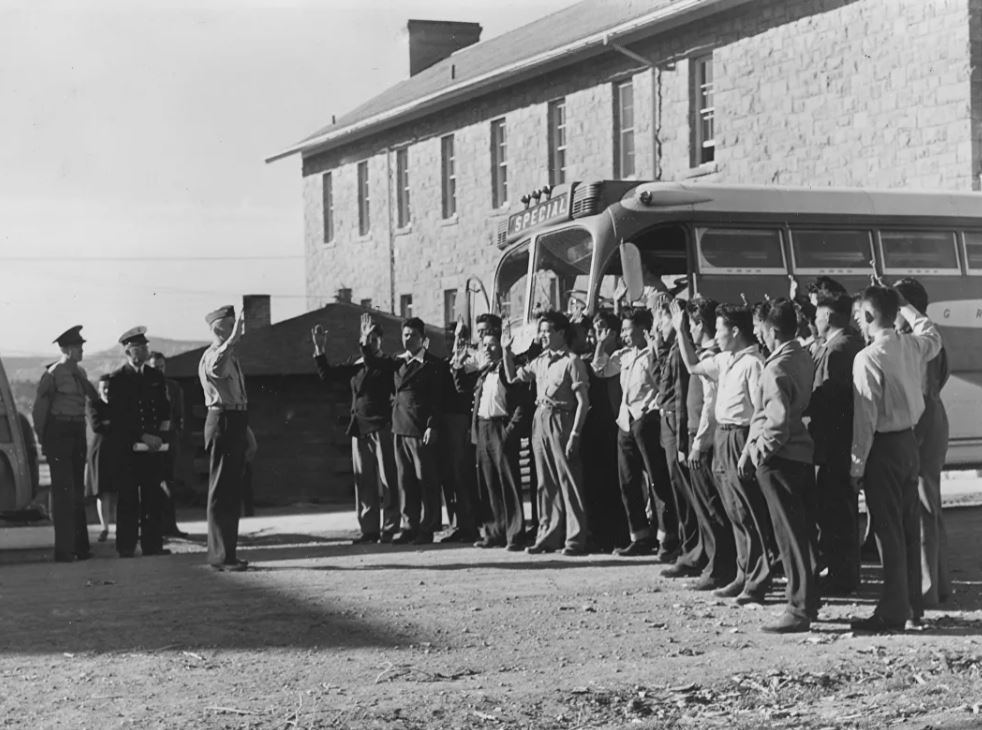Первые новобранцы навахо из корпуса морской пехоты США