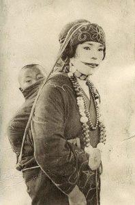 Женщина племени Айну