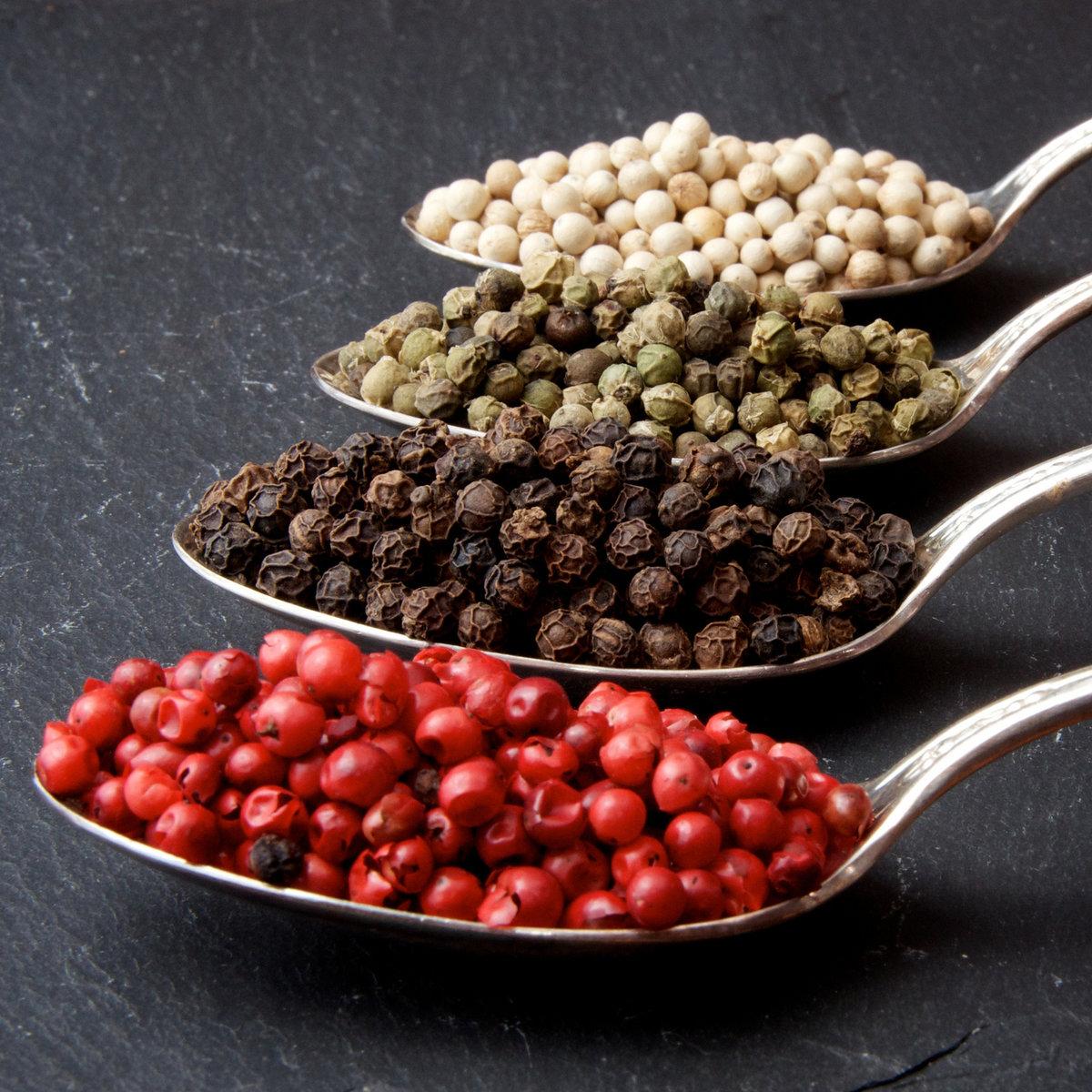 Специи. Разновидности перца (красный, чёрный, зелёный и белый)